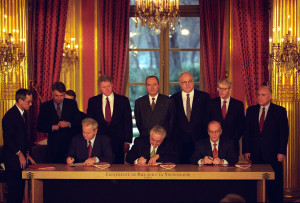 Slobodan_Milosevic,_Alija_Izetbegovic,_and_Franjo_Tudjman_sign_the_Balkan_Peace_Agreement_-_Flickr_-_The_Central_Intelligence_Agency